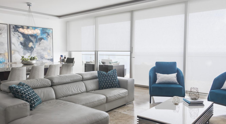 Livingroom residencial - Cortinas Roller Quantum